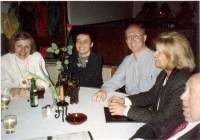 With his wife Leo (right) in Munich with friends, about 1994