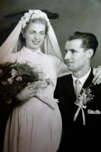 Svatební fotografie / Jiřina a Jan Strakovi / 1954