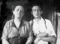 Father of Petr Brod, Lev Brod, with his mother Mathildou Brodová in Prague 1930