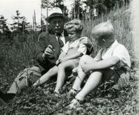 1943 Ivan M. Havel, bratr Václav a dědeček Hugo Vavrečka, Havlov