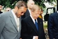 Zdeněk Bárta a Václav Havel během kampaně do Senátu, 2000