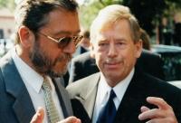 S Václavem Havlem během kampaně do Senátu, 2000