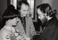 ZB oddává Libuši Černou a Tilmana Rothermela, 8. 4. 1977, Chotiněves