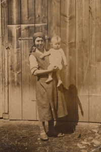 Little Bohumila Jindrová with her mum