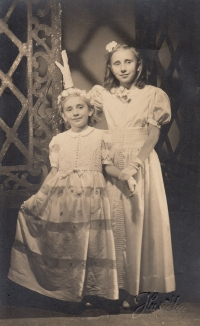 With sister as bridesmaids in 1942