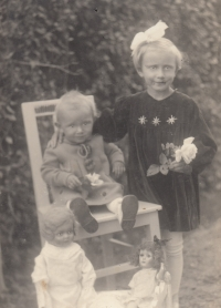 Marie with her sister around 1937