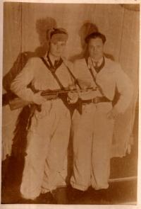 Partyzánský velitel I. P. Stěpanov se svým pobočníkem