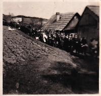 Pohřeb na pasekách Maruška v Hošťálkové, 1945