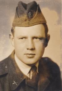 Václav Tuček v době vojenské služby, kterou absolvoval v Českém Krumlově