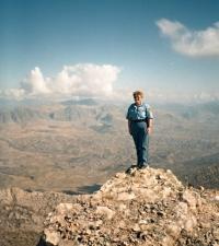 Iva Valdmanová on the spot of a demolished palace in Kurdistan, 1996 or 1997