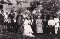 Rodina na svatbě rodičů