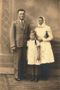 Father František Šesták and mother Antonie Šestáková, nee Krausová, with daughter Anna (1934), photographed around 1946