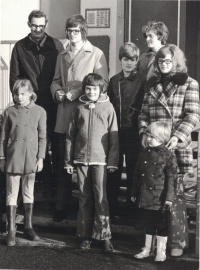 The Lachmans in front of the house, Jan was the third on left in Kdyně in 1972