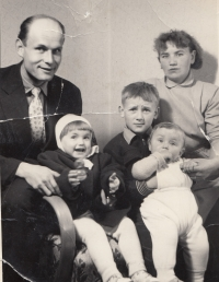 Václav Blabolil with his family, circa 1959