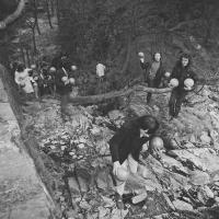 Házení míčů do průhonického rybníka Bořín, duben 1969