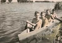 První člun - 1942