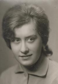 Anna Antlová, neé Mátlová, graduation photo, 1963