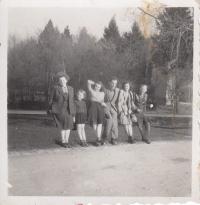 Anna Smržová, Hana Junová, Paulette, director Weiss, Mrs. Tůmová, writer Tůma