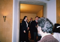 Hana Junová hosting Václav Havel, World Family Therapy Congress, 1991