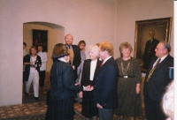 Hana Junová welcoming Olga and Václav Havel, World Family Therapy Congress, 1991