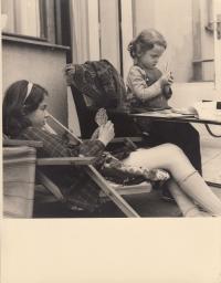 Hana Junová and her cousin Evička Frischmannová (most probably died in Auschwitz)