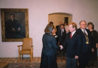 Hana Junová welcoming Václav Havel, World Family Therapy Congress, 1991
