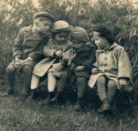 Hana Junová (second from the left) with her cousins, circa 1941