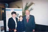 Zdeněk Remsa takes over the Silver Olympic Order, here with his daughter and the youngest granddaughter, 1999