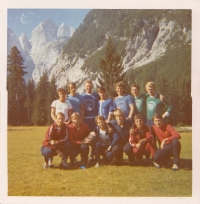 Slovenian national ski jumping team, photo probably from the 80's, Zdeněk Remsa probably the third one from the left in the top row