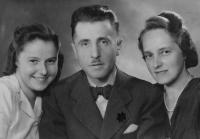 Strýc Toník s manželkou (vpravo) byli po válce odsunuti do NSR, dcera Rita odsunuta do NDR