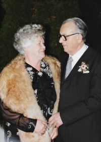 Eva, sister of Anna Musilová, with her husband, FRG 1995