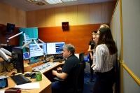 Žákovský tým při vytváření reportáže v rozhlase