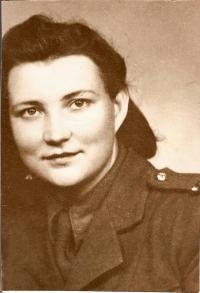 Alla Boroličová, née Karfíková, of Zbolbunovo, nurse. Source: Československé ženy