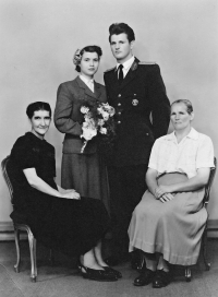 Anna Musilová's wedding photo with witnesses. Her mother is on the left, on the right is the mother of Josef Musil, Brno 1953