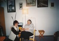 Lidmila Lamačová (vlevo) s Marií Rút Křížkovou, kolem roku 2010