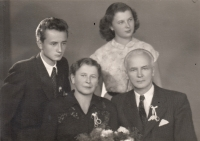 Eva Mudrová with brother and parents in 1957