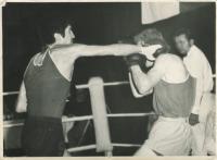 Tibor Puha (vpravo) počas zápasu.