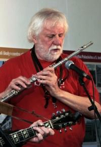 Joe Kučera during a concert in 2018