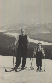 The witness with her father, Beskid mountains