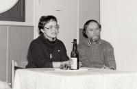 """Jana and Otakar, discussion on the book Úžeh (""""Sunstroke"""") by Jana Štroblová, library in Kněžmost"""