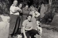 Jaroslava Blešová with uncle Bedřich, mother Emilie Zlámalová, aunts and their dog Žolík