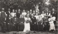 Aunt Anna's wedding, parents Čeněk and Emilie Zlámalovi in the bottom row on the left