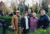 From the left: Eduard, Růžena, Karel, Zdena, Jaroslava - blood siblings during a joint meeting at a cemetery in Olomouc