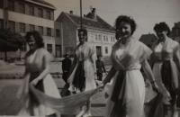 Nácvik spartakiády v roce 1960, Jaroslava Jesenská druhá zprava