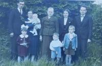 Rodina Valouchova, Jarmila Valouchová druhá zleva