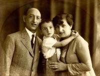 Vladimír Munk s rodiči, před válkou žili v bytě v lihovaru v Pardubicích