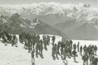 Hromadný výstup na Elbrus v rámci výročí oslav 60 let od VŘSR, 1977