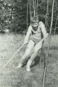 Jiří Kráčalík při lyžařských trénincích na trávě, Vysoké Tatry, konec 60. let