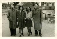 Poválečná fotografie Vladimíra Munka s přáteli
