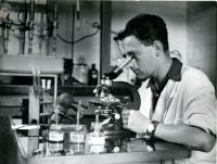 Vladimír Munk v laboratoři